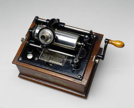 Edison-Bell Gem phonograph, 1904.