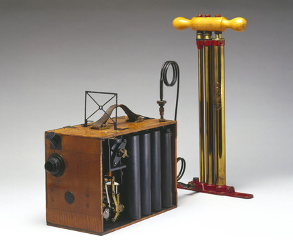 aeroscope portable kine camera with hand pump, 1912.