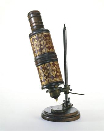Hooke microscope, c 1675.