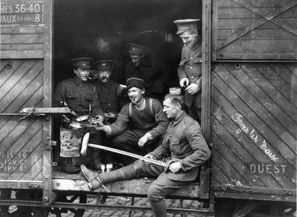British soldiers preparing food and smoking, 1914.