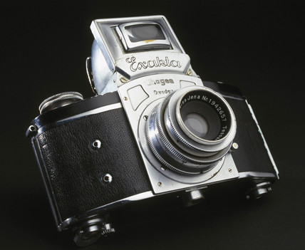 Kine Exacta 35mm single lens reflex camera (SLR), 1937.