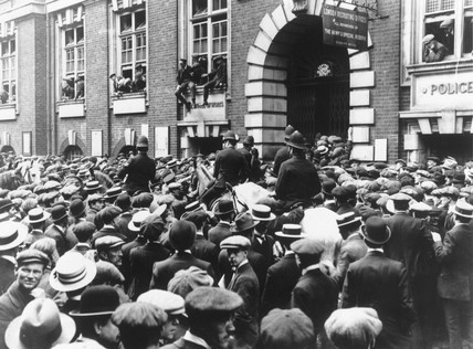 Crowds waiting to enlist following the outbreak of war, August 1914.