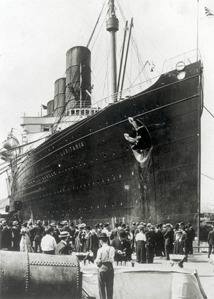 'Lusitania' on arrival in New York on her maiden voyage, 1905.