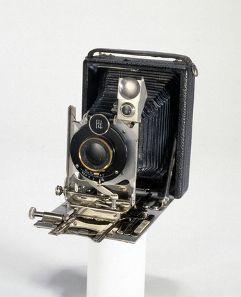 Portable bellows camera, c 1914.
