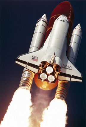 Shuttle Endeavour lifting off... (Image: NASA / Science & Society)