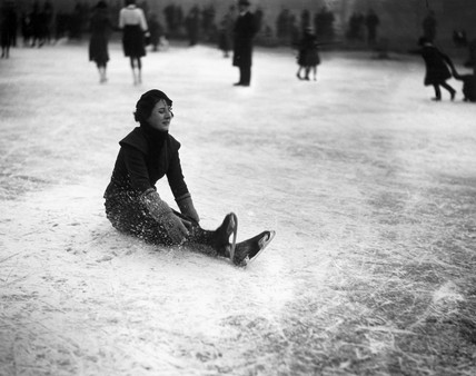 Woman ice skater falling over at Wimbledon, London, 27 January 1932.