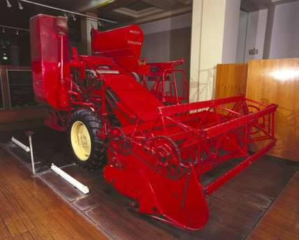 Masey-Ferguson type 780 combine harvester thresher, 1953-1962.