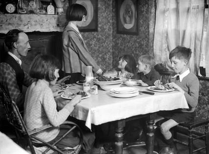 Motherless family, 27 January 1933.