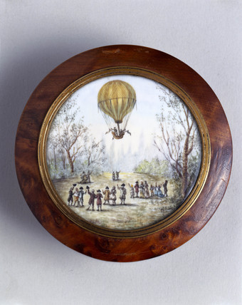 Ballooning scene on snuff box, late-eighteenth century (Science Museum / Science & Society)