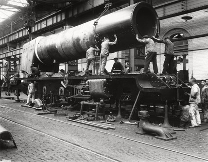 Construction of 'The Princes Royal' at Crewe Works, 1933.