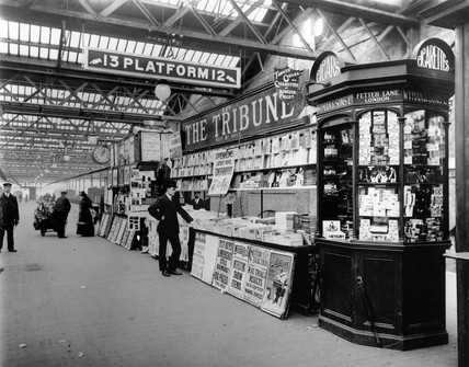 Newsagent's stand, Euston station, London, c 1908.