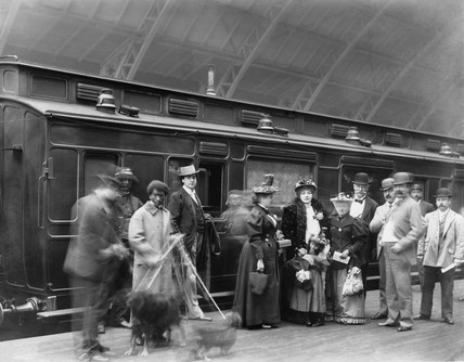 Sarah Bernhardt arriving in London, 28 July 1894.