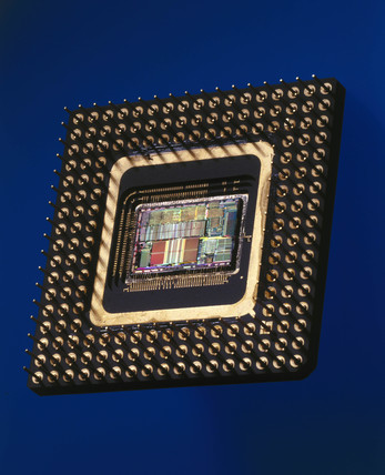 Intel 486 microprocesor, 1989.