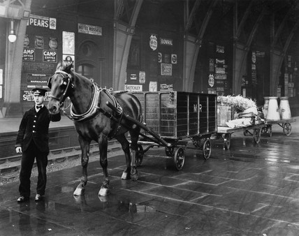 Midland Railway horse-drawn wagon laden with milk and straw, c 1912.