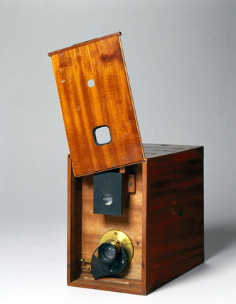 Fallowfield 'Facile' 1/4 plate magazine hand camera, 1888.