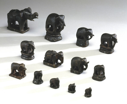 Thirteen small bronze Elephant weights, 17th-18th century.