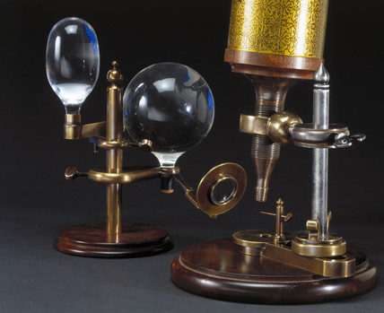 Hooke's compound microscope, 1665-1675.