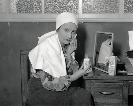 A woman using Larola face cream, 30 October 1931.