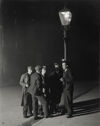 A group of unemployed men gathered round a streetlight, 3 November 1931.