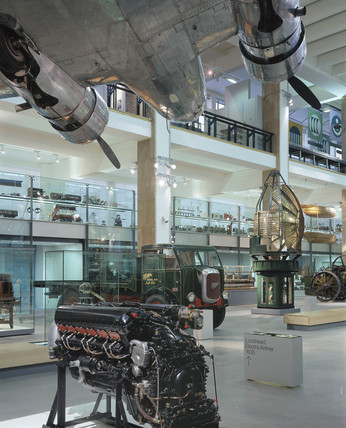 'Making the Modern World' gallery, Science Museum, November 2000.