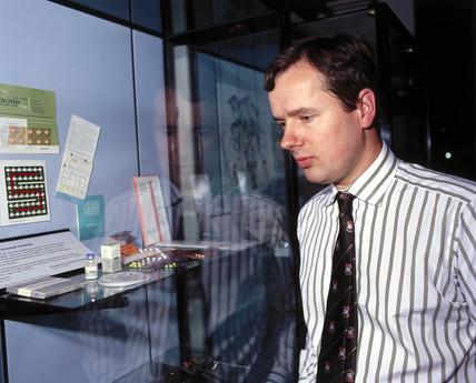 Dr Richard Anderson, male contraceptive pill scientist, 2000.