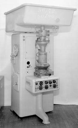 Siemens electron microscope, Germany, 1943.