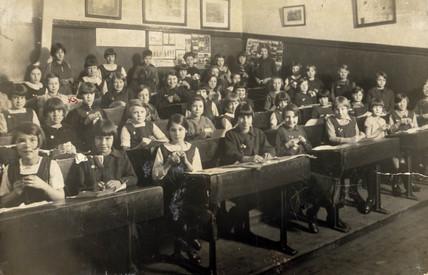 Clasroom full of primary school girls, Birmingham, West Midlands, c 1928.