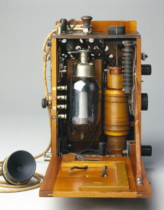 Aircraft radio telephony transmitter, 1915.