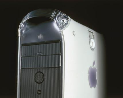 Apple G4 733MHz computer, 2001.