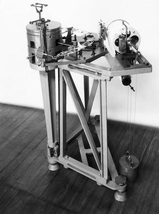 Weichert astatic horizontal seismograph.