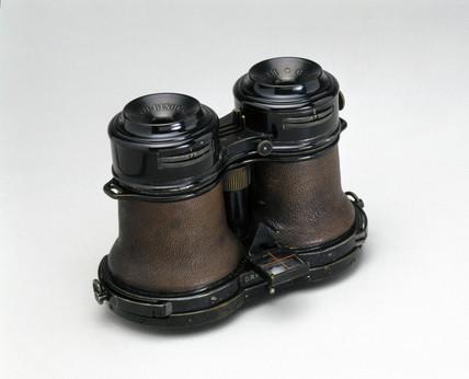 Goetz binocular 'detective' camera, 1908.