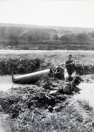 Archimedian screw in use, Egypt, early 20th century.