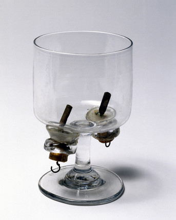 Apparatus to demonstrate the electrolysis of water, c 1820.