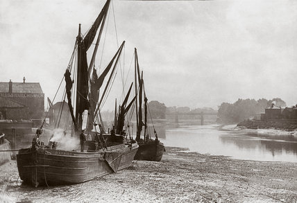 'Boats on Strand at low tide', River Thames, London, c 1890s.
