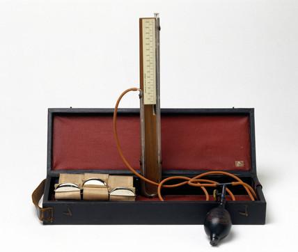 Riva-Rocci Sphygmomanometer, 1905.