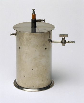 Ionisation chamber made by Pierre Curie, c 1895-1900.