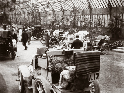 C S Rolls' 12 hp Panhard (foreground) and other cars, 1000 Mile Trial, 1900.