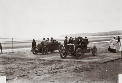 C S Rolls' Mors and Mr Rawlinson's Darracq, Portmarnock, Ireland, 1904.