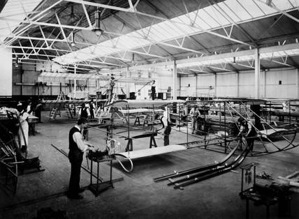 Asembling Bristol 'Boxkites', Bristol, 1910.