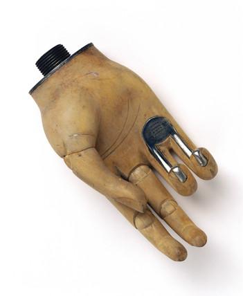 'Openshaw' artificial hand, c 1919.
