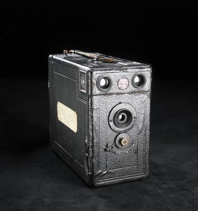 Quarter-plate 'Midg' camera, c 1912.