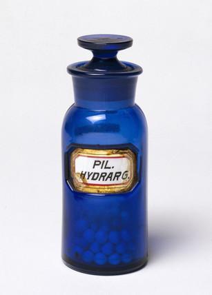 Dark blue stoppered glas bottle, English, 1862-1865.