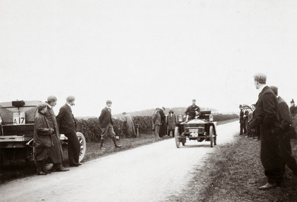 Speed tests during the 1000 Mile Trial, 1900.