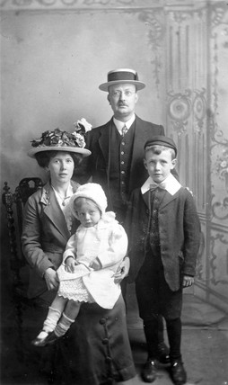 Family studio portrait, September 1915.