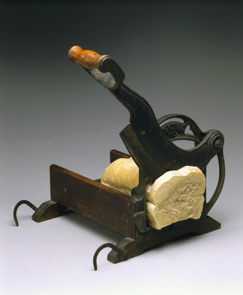 'Raadvad' hand-operated bread slicer, 1880-1900.