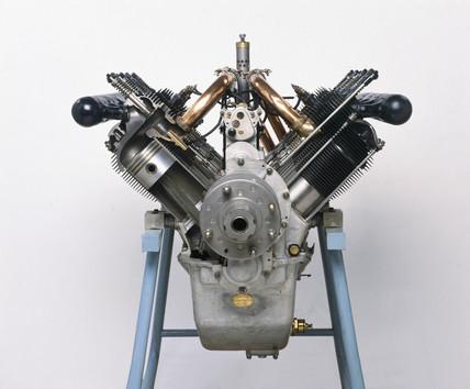 Renault 80 hp engine, c 1916.