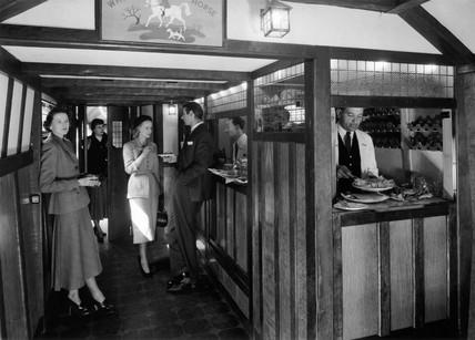 Bar scene in the Bulleid Tavern car, c 1930s.