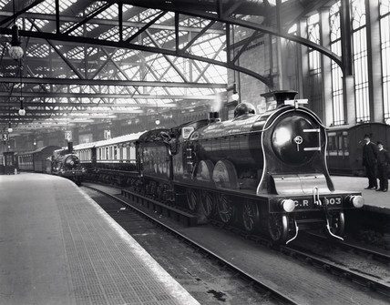 Caledonian Railway's 4-6-0 locomotive 'Cardean' at Glasgow Central, 1908.