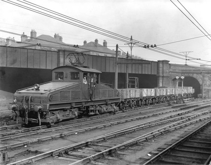 Tyne bo-bo pulling iron ore trucks, c 1920s