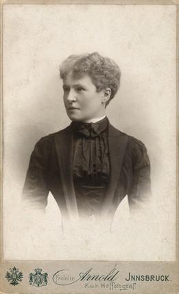 Gabrielle Kroupa, 1901.